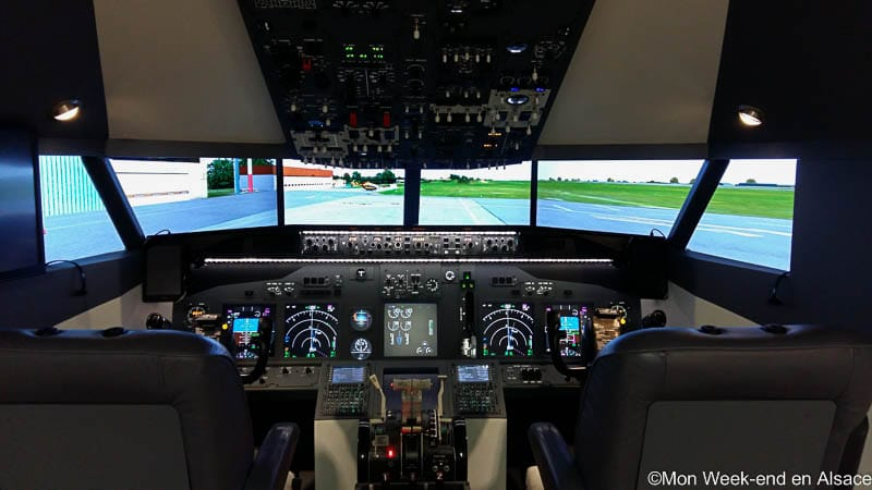 Virtual Flight, a flight simulator on a Boeing 737